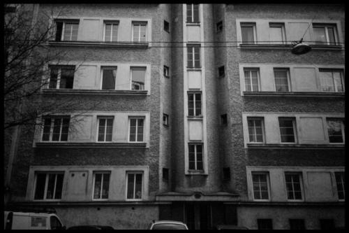 gemeindebau-front-burg